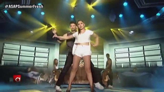 Maja, Sarah, MJ, Jamie plus the hottest boys Rayver and Arron in a sizzling summer dance number