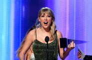 Taylor Swift tacle subtilement son ancien label aux AMAs