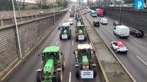 1 000 agriculteurs en tracteur manifestent à Paris