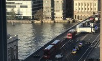 Un muerto en el Puente de Londres tras un apuñalamiento terrorista en la zona