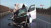 Spor bursaspor taraftarlarını taşıyan minibüs tır'la çarpıştı: 17 yaralı