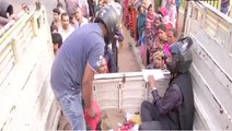 Officer sells onion wearing helmets fearing public outrage in Patna