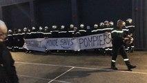 Les pompiers montrent leur colère lors de la cérémonie de la Sainte-Barbe