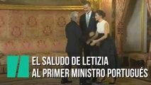 El peculiar saludo de Letiza al primer ministro portugués