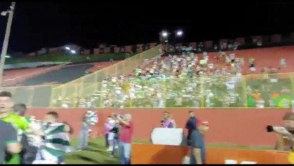 Coritiba faz a festa no Barradão para comemorar a volta à elite do Brasileirão