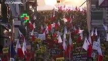 """Malta: il premier Muscat non si dimette e la folla protesta cantando """"Vaff..."""" di Masini"""