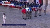 Les 13 cercueils des soldats français tués au Mali arrivent dans la cour des Invalides