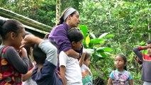 مدرسة في الغابة لأطفال مزارعين بلا أرض في الإكوادور