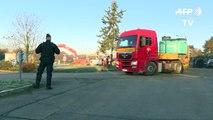 Réactions devant le dépôt pétrolier de Vern-sur-Seiche débloqué par la gendarmerie