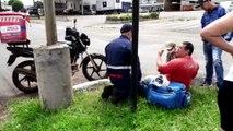 Motociclista sofre ferimentos, após batida em carro, na Avenida Rocha Pombo