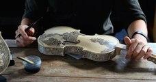 Leonardo Frigo transforme les violons en œuvres d'art