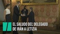 El delegado de Irán no estrecha la mano de Letizia en la recepción oficial