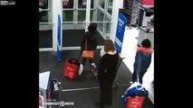 2 voleuses arrêtées au supermarché reviennent pour récupérer les articles qu'elles voulaient voler !