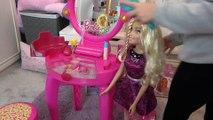 Sophia Brincando de Barbie - Penteadeira, Estojo de Maquiagem e Caixa de som da  Barbie