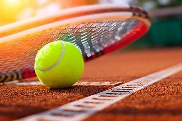 Los beneficios de jugar tenis