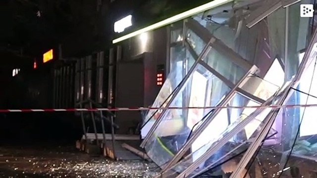 Thieves bust an ATM in Kiev and banknotes flood the street