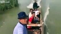 Selfie en pirogue : il ne regarde pas le bateau devant lui !