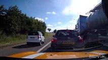 Un automobiliste double sur la bande d'arret d'urgence et va vite le regretter