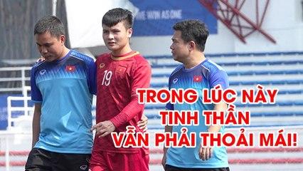 4 Quang Hải đi bộ vui vẻ, U22 Việt Nam tươi cười sưởi nắng trước trận đấu với Campuchia