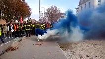 Avignon : un fumigène est allumé devant la préfecture