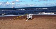 Sahile vuran cismi gören vatandaşlar telefona sarıldı