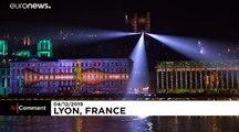 """شاهد: ليون تحتفل بمهرجان الأضواء رغم البرد القارس ومناخ اجتماعي """"متوتر"""""""