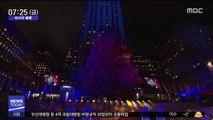 [이 시각 세계] LED 전구 5만 개로 꾸민 '록펠러센터 트리'