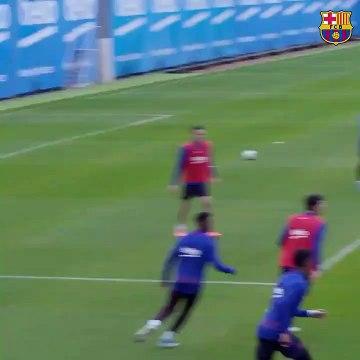 Lionel Messi mystifie ses partenaires à l'entrai?nement
