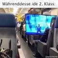 WTF : il emporte sa télé dans le train pour jouer à Fortnite !