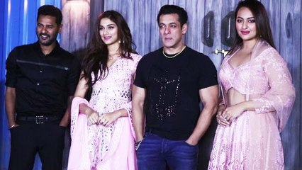 Sonakshi Sinha Looks Gorgeous With Salman Khan at Dabangg 3 Promotion | Boldsky