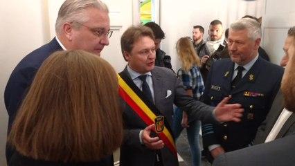 Le Prince Laurent remets des cadeaux pour les enfants de la cité de l' enfance de Mons . Vidéo Eric Ghislain. Vidéo Eric Ghislain m