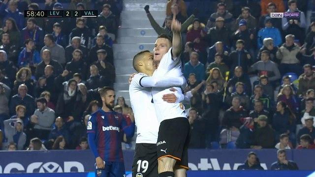 Liga : Valence et Gameiro renversent Levante