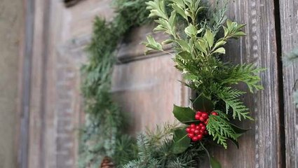 How to make a wreath with foraged greens
