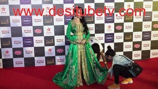 Saaki Saaki girl's awakward red carpet moment when you wear an elaborate dress that is difficult to carry and pose