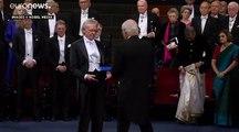 Le Nobel de littérature Peter Handke honoré et honni à Stockholm