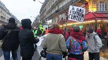 Paris'te binlerce kişi emeklilik reformu yasasını protesto etti