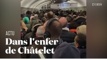 Au 9e jour de grève, la station de métro Châtelet, à Paris, est saturée