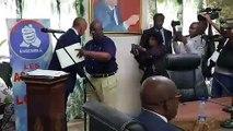 Moise Katumbi  ouvre les Assises de Lofoï pour la création de son  parti politique et remet une copie des statuts à Pierre Lumbi pour lecture et approbation par l'Assemblée Constituante!