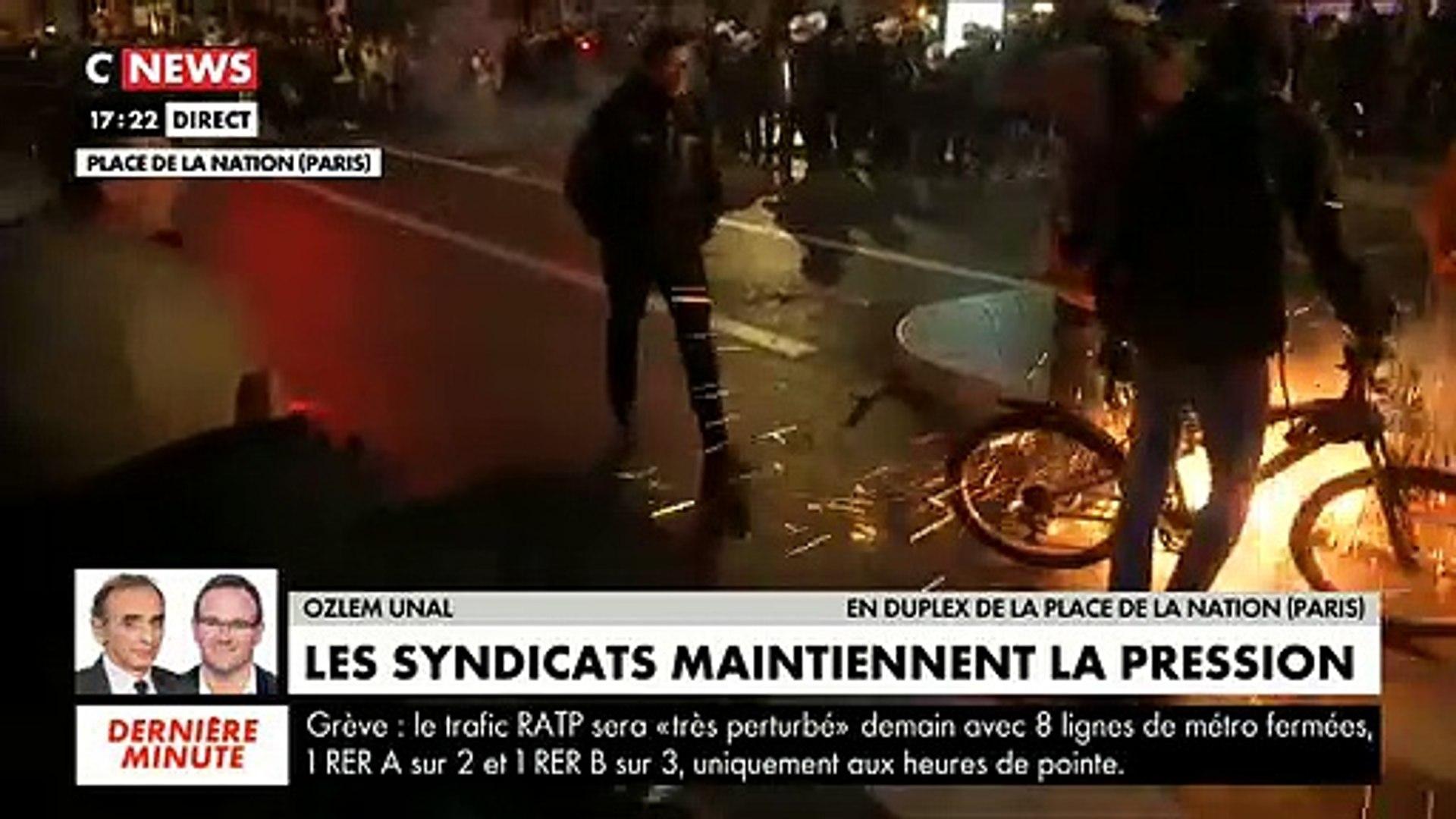 Manifestation à Paris - Une équipe de journaliste de Cnews touchée en plein direct vers 17h30 par de