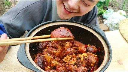 【Shyo video】黃豆燜大豬蹄,小伙真有口福,吃起來真過癮