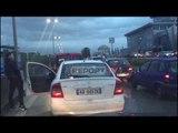 'Vuçiç dhe shiu' bllokojnë autostradën Tiranë-Durrës, qytetarët zbresin nga makinat!