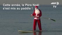 Le père Noël arrive en paddle à Tel Aviv