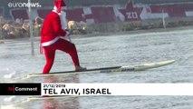 Le Père Noël se met au paddle à Tel-Aviv