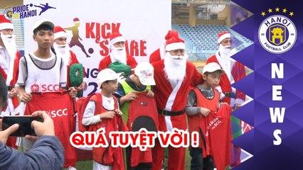 Duy Mạnh, Thành Lương hóa Ông già Noel, tặng quà các em nhỏ | Đá bóng và Sẻ chia | HANOI FC