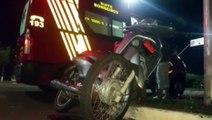 Jovem de 24 anos sofre ferimentos em acidente entre carro e moto na Avenida Tancredo Neves
