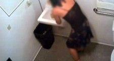 Tuvalete gizli kamera yerleştiren doktor, emeklilik için dilekçe verdi