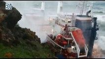 Espectacular rescate de los tripulantes de un carguero varado por un fuerte temporal en Italia