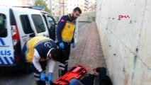 Sivas polisten kaçan madde bağımlısı genç, duvardan düşüp yaralandı