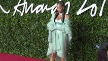 Rihanna titille ses fans