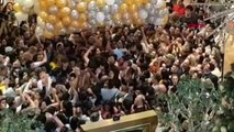 """Dha dış """" hediyeli balonları kapmak için birbirlerini ezdiler 17 yaralı"""